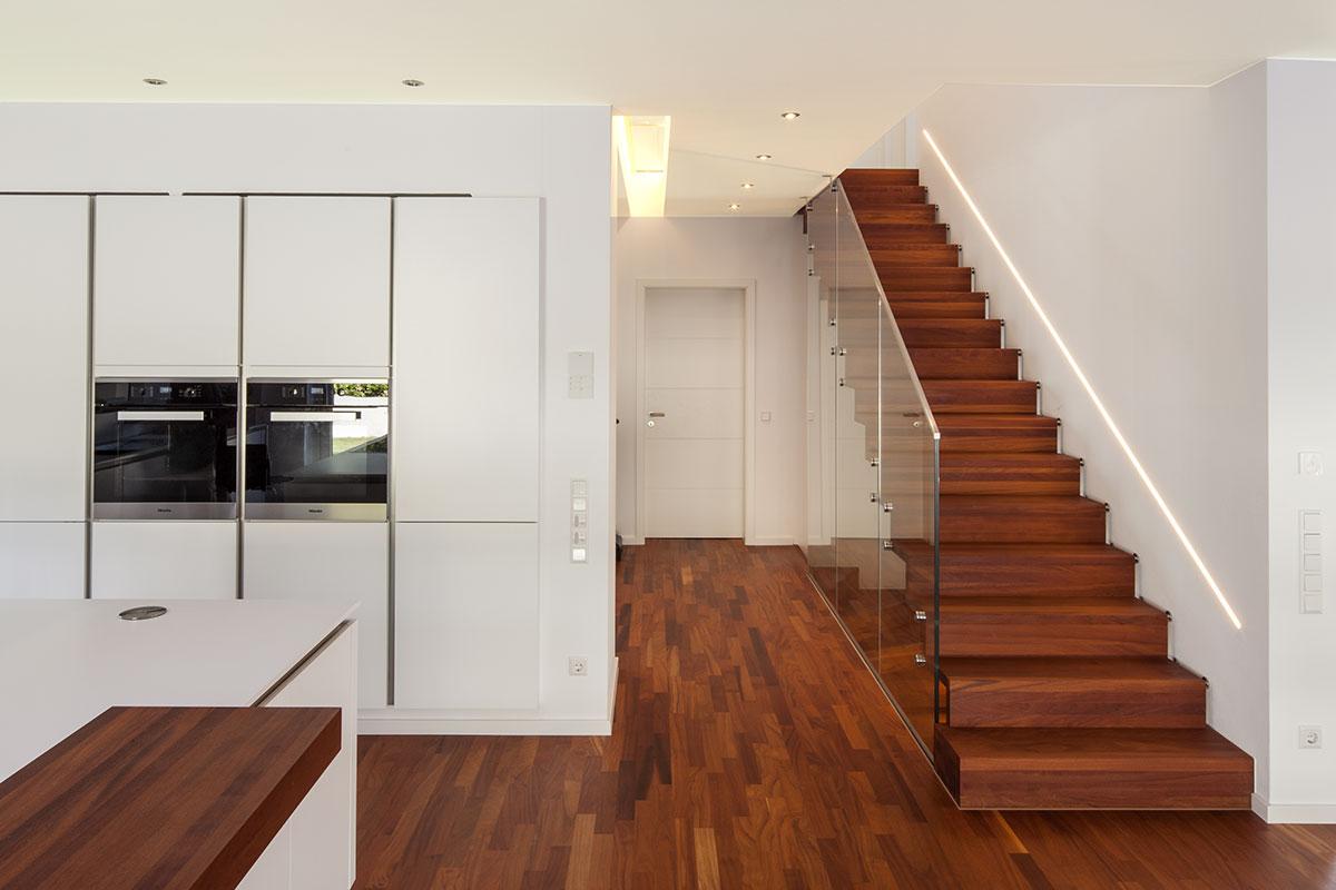 Kundenhaus familie quandt zaunm ller massivhaus gmbh for Modernes haus treppe